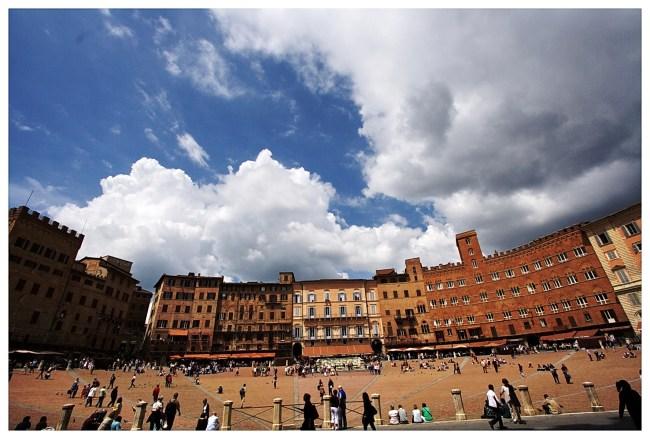 Siena 3 650x439 4 เมืองเล็กเล็กแต่ความสวยสุดยิ่งใหญ่ ที่ควรไปเยือนสักครั้งในชีวิต