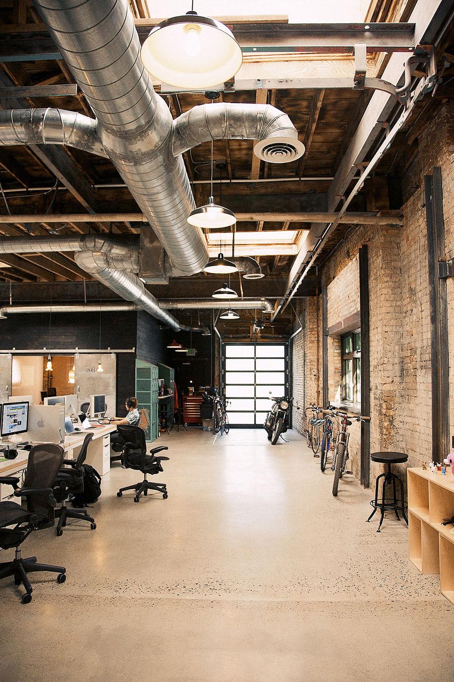 12 เทคนิคตกแต่งออฟฟิศเล็กให้ดูใหญ่ ถูกใจ SME และ home office 16 - Co-Working Space