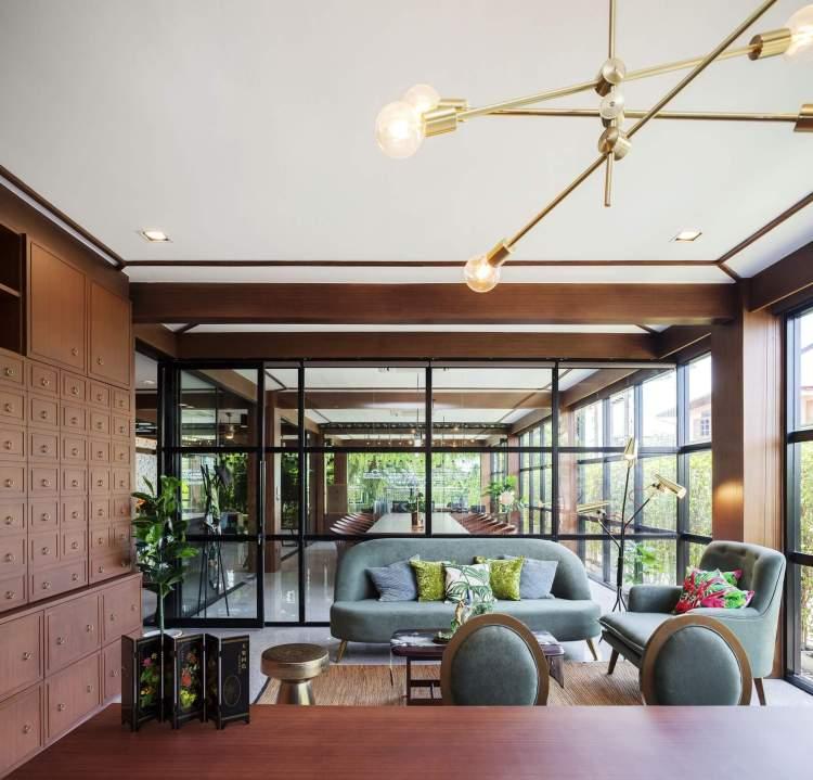 6Director room 3 750x719 รีโนเวทตึกแถวเก่าเป็นออฟฟิศผลิตภัณฑ์สมุนไพรสไตล์วังเก่าภายใต้แนวคิด โมเดิร์นสามพราน