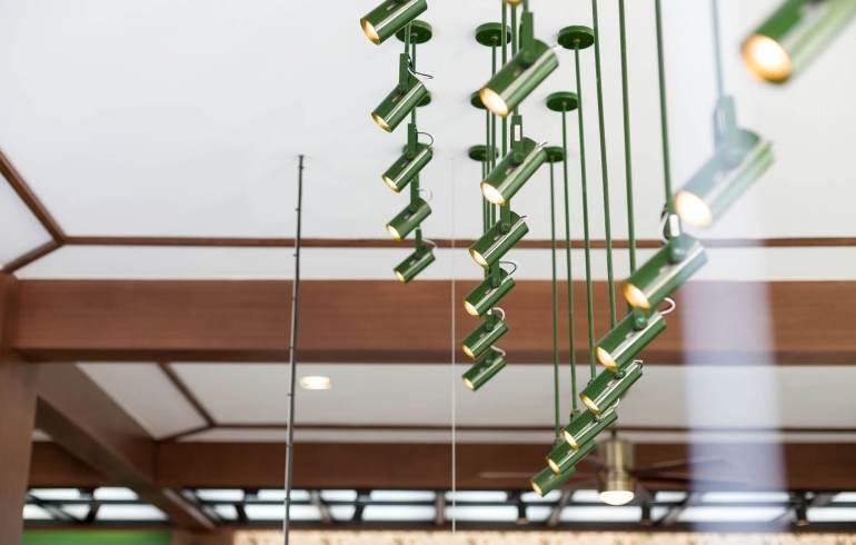 """รีโนเวทตึกแถวเก่าเป็นออฟฟิศผลิตภัณฑ์สมุนไพรสไตล์วังเก่าภายใต้แนวคิด """"โมเดิร์นสามพราน"""" 21 -"""