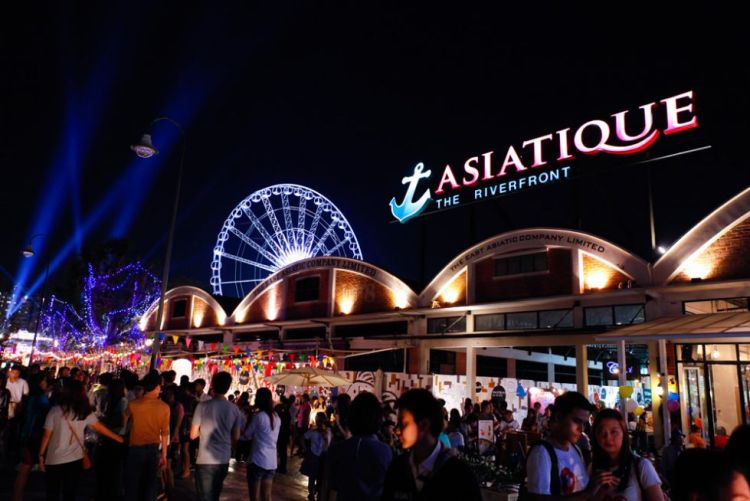 Asiatique Sky Night 4 750x501 บีทีเอสสายสีลมยังเจอ!! คอนโดแนว BTS สายตรงถึงสยามในงบ 2 ล้าน