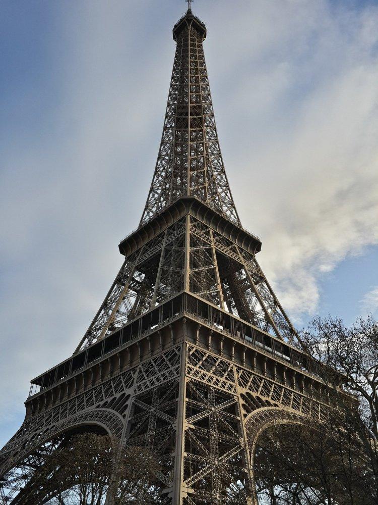 Eiffel2 750x1000 หอไอเฟล งานสถาปัตย์จากโครงเหล็ก กลางกรุงปารีส