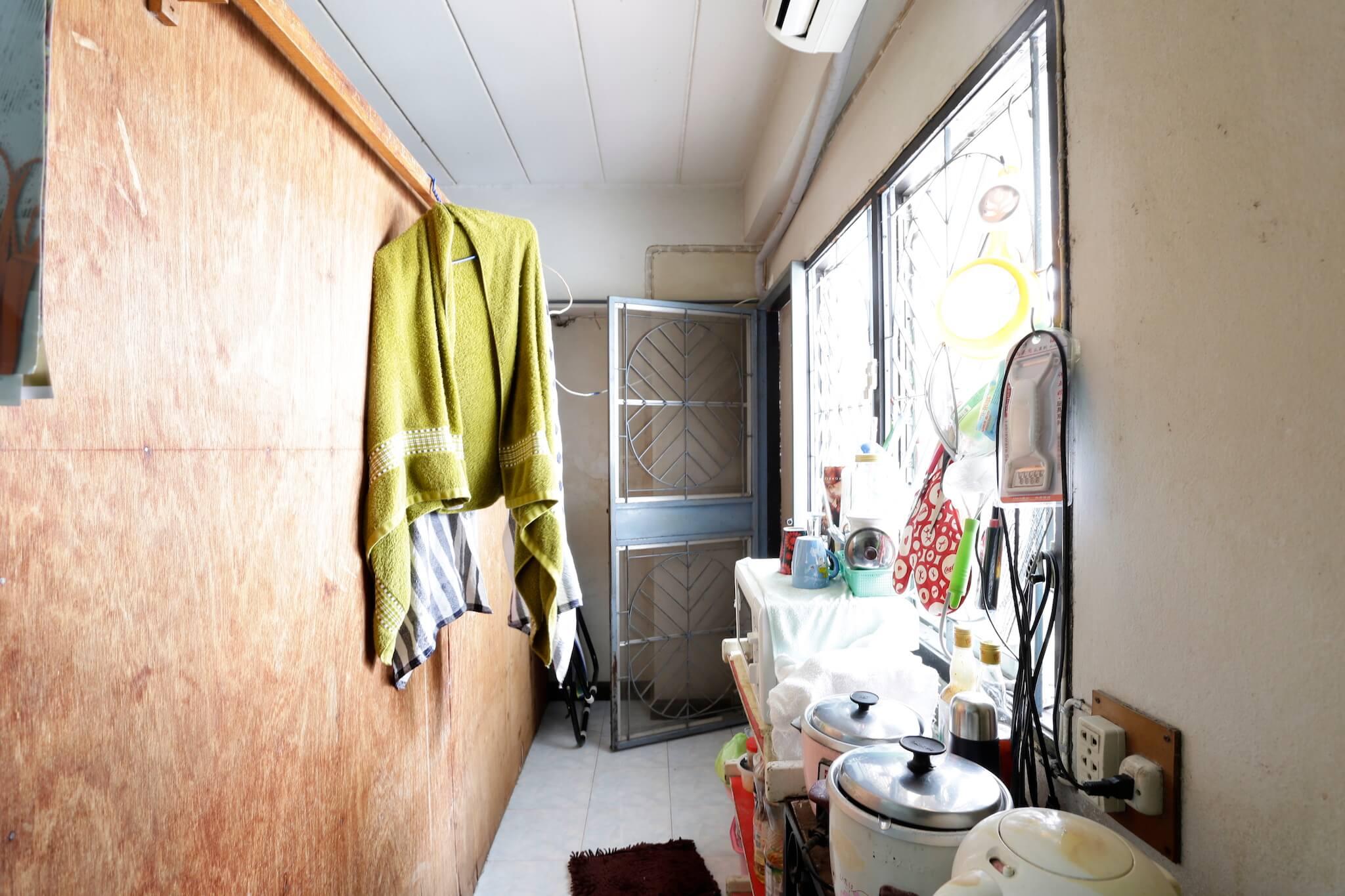 รีโนเวทบ้าน แปลงคอนโดเก่าเป็นสไตล์ Loft และประตูสวยทนด้วยไฟเบอร์ซีเมนต์จาก Shera 14 - fiber cement wood
