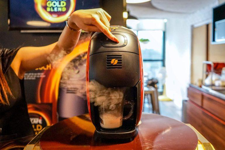 บังเอิญชิม NESCAFÉ GOLD BARISTA แก้วละแค่ 3 บาท เครื่องก็ได้ฟรี ใครมีออฟฟิศคุ้มมาก จัดเลย 29 - Coffee