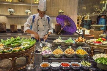 อิ่มอร่อยกับบุฟเฟ่ต์อาหารไทยมื้อค่ำ ทุกวันพฤหัสบดี ณ ห้องอาหาร ริเวอร์บาร์จ โรงแรมชาเทรียม ริเวอร์ไซด์ กรุงเทพฯ