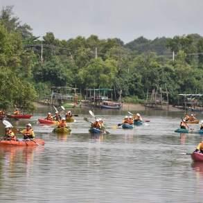 พายเรือเก็บขยะได้ถึง 2 ตัน ธรรมศาสตร์ร่วมสานต่อ #PlasticRights ในแม่น้ำระยอง 21 - junk