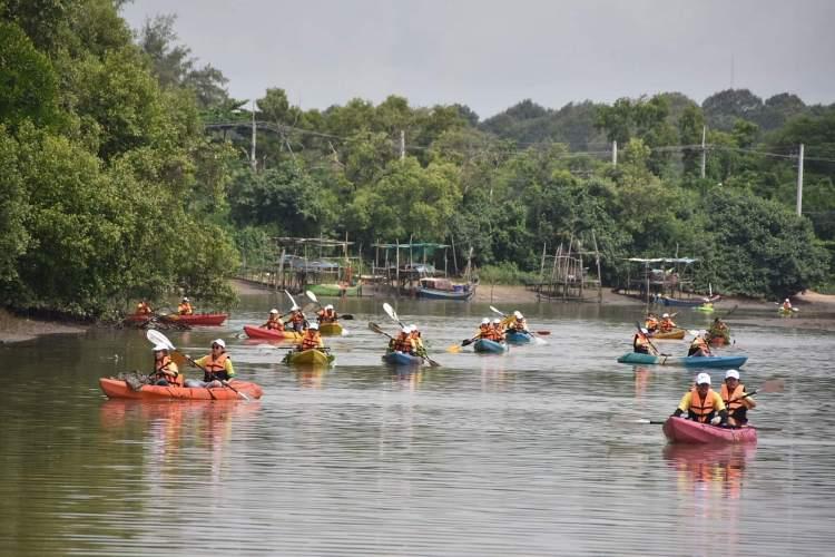 พายเรือเก็บขยะได้ถึง 2 ตัน ธรรมศาสตร์ร่วมสานต่อ #PlasticRights ในแม่น้ำระยอง 14 - junk