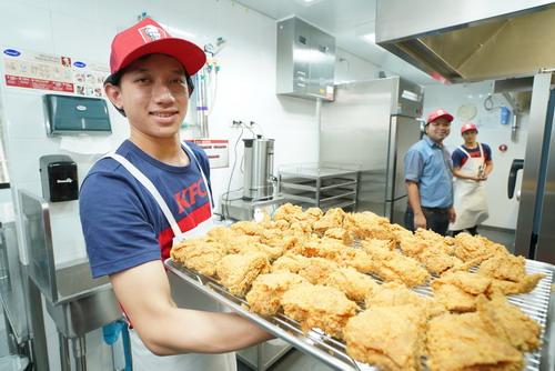 เคเอฟซี ฉลองความสำเร็จปีจอ เปิดร้านลำดับที่ 700 พร้อมเผยเคล็ดลับหลังครัว 13 -