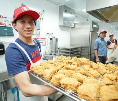เคเอฟซี ฉลองความสำเร็จปีจอ เปิดร้านลำดับที่ 700 พร้อมเผยเคล็ดลับหลังครัว 14 -