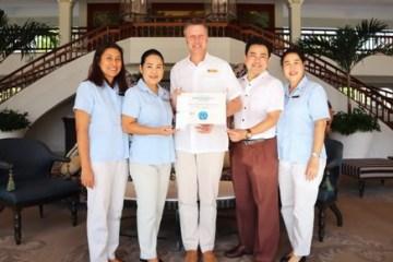 """น้อบรับรางวัล """"โรงแรมที่ดีที่สุดในหัวหิน"""" จากทริปเอ็กซ์เพิร์ต ณ โรงแรมเซ็นทาราแกรนด์บีชรีสอร์ทและวิลลา หัวหิน 26 - ข่าวประชาสัมพันธ์ - PR News"""