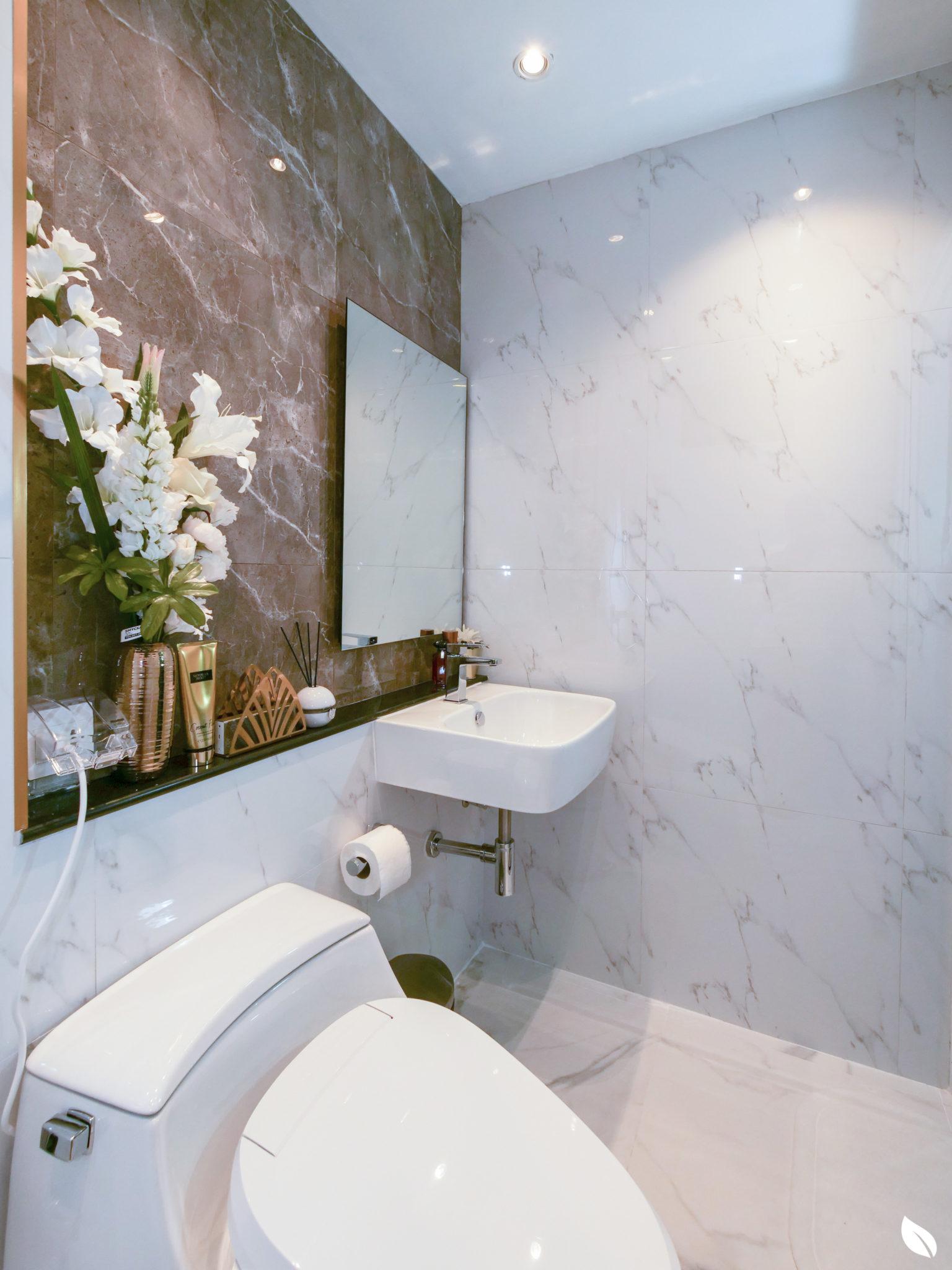 """4 ขั้นตอน """"รีโนเวทห้องน้ำขนาดเล็ก"""" ให้สวยใหม่ จบงานไวใน 2 วัน แบบปูกระเบื้องทับ ไม่ต้องรื้อ 64 - bathroom"""