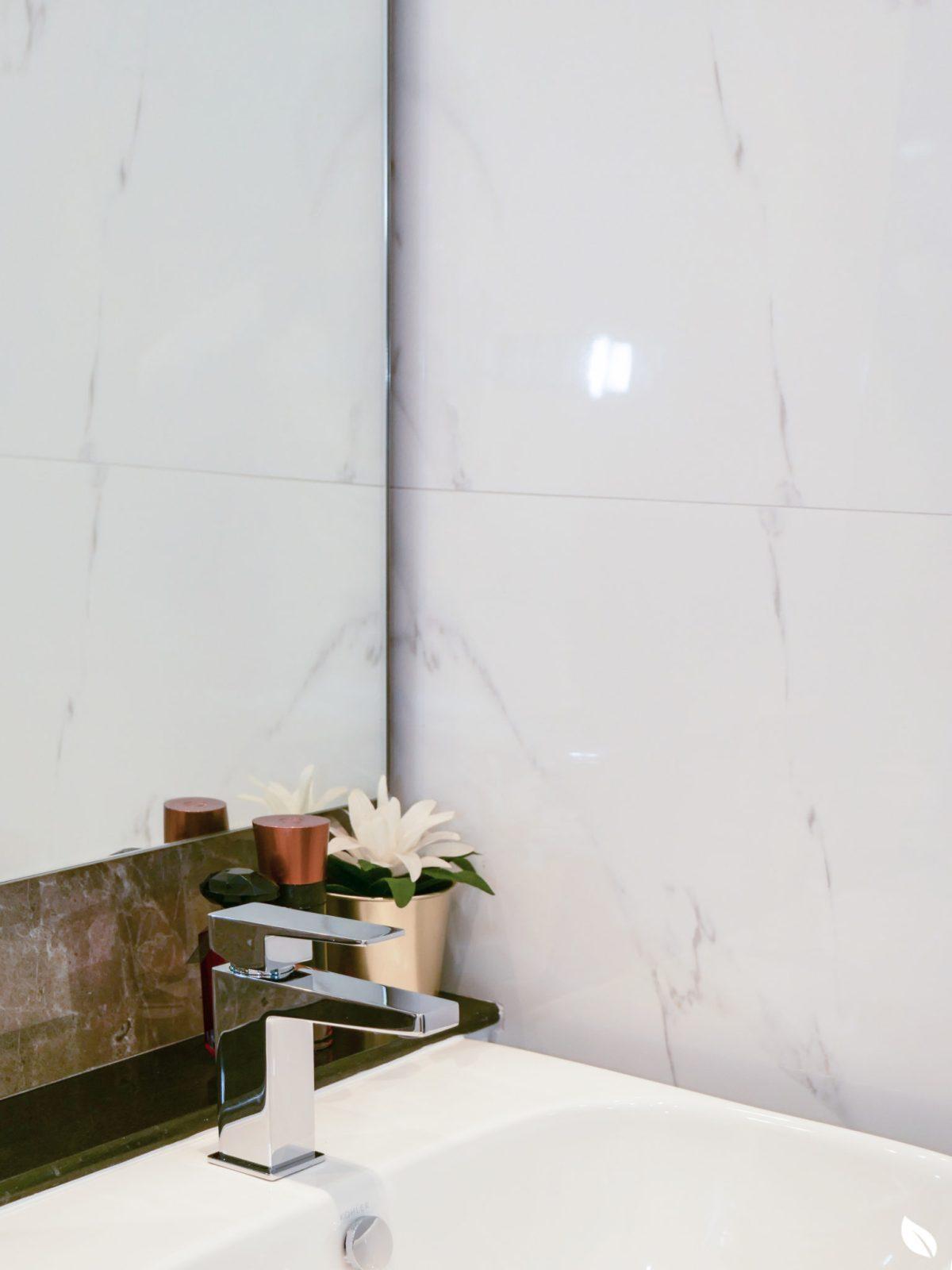 """4 ขั้นตอน """"รีโนเวทห้องน้ำขนาดเล็ก"""" ให้สวยใหม่ จบงานไวใน 2 วัน แบบปูกระเบื้องทับ ไม่ต้องรื้อ 63 - bathroom"""