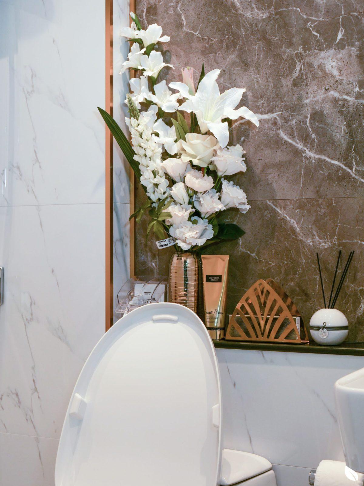 """4 ขั้นตอน """"รีโนเวทห้องน้ำขนาดเล็ก"""" ให้สวยใหม่ จบงานไวใน 2 วัน แบบปูกระเบื้องทับ ไม่ต้องรื้อ 73 - bathroom"""
