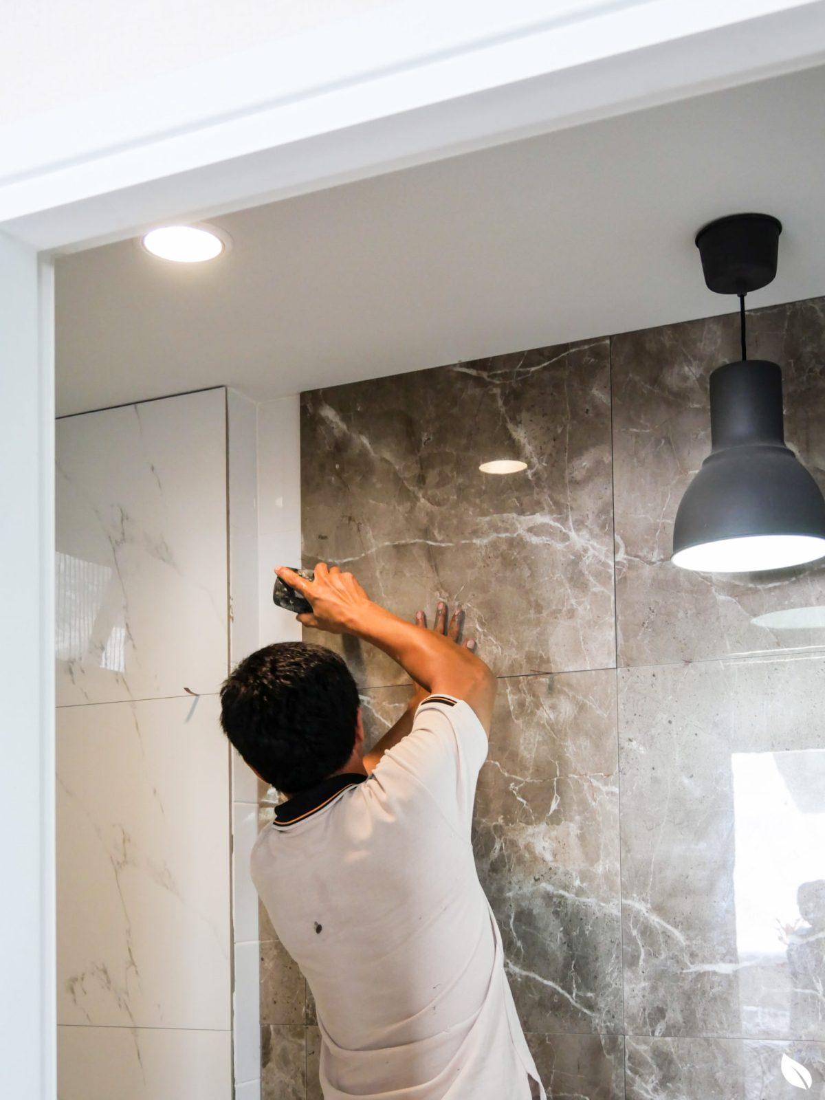 """4 ขั้นตอน """"รีโนเวทห้องน้ำขนาดเล็ก"""" ให้สวยใหม่ จบงานไวใน 2 วัน แบบปูกระเบื้องทับ ไม่ต้องรื้อ 54 - bathroom"""