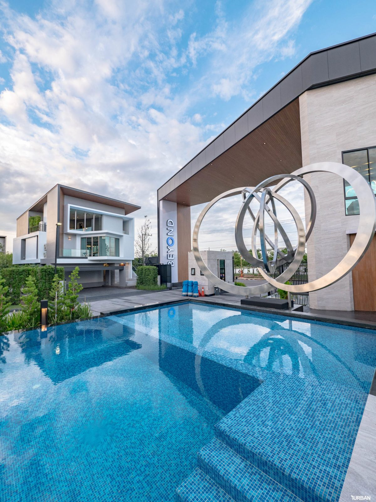 รีวิว Nirvana BEYOND Udonthani บ้านเดี่ยว 3 ชั้น ดีไซน์บิดสุดโมเดิร์น บนที่ดินสุดท้ายหน้าหนองประจักษ์ 350 - Luxury