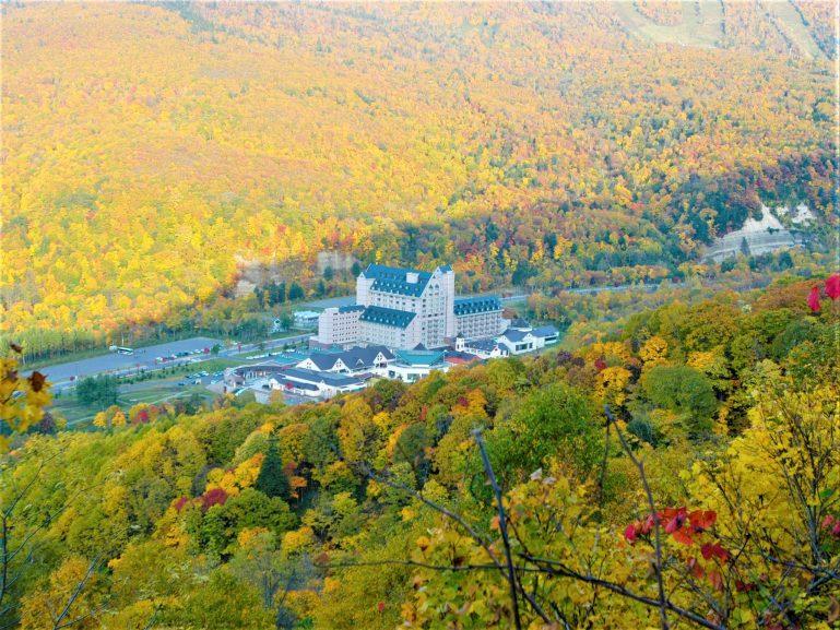 สนุกสนานกับกิจกรรมบนเทือกเขา ในช่วงต้นฤดูใบไม้ผลิของฮอกไกโด ที่คิโรระ 13 -