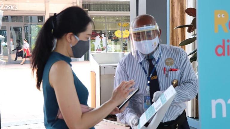 ประมวลภาพ ศูนย์การค้าเซ็นทรัล เปิดให้บริการทั่วประเทศวันแรกหลังคลาย ล็อคดาวน์ รณรงค์ 'วินัยคนไทย' การ์ดอย่าตก เน้นย้ำ Social Distancing 27 - New Normal