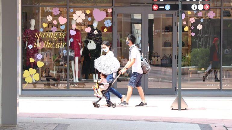 ประมวลภาพ ศูนย์การค้าเซ็นทรัล เปิดให้บริการทั่วประเทศวันแรกหลังคลาย ล็อคดาวน์ รณรงค์ 'วินัยคนไทย' การ์ดอย่าตก เน้นย้ำ Social Distancing 28 - New Normal