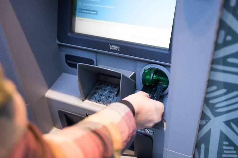 บัตรกดเงินสด สะดวกทันใช้ ถอนที่ตู้ ATM ได้เลย ไม่ต้องรออนุมัติในเวลาที่เร่งรีบ