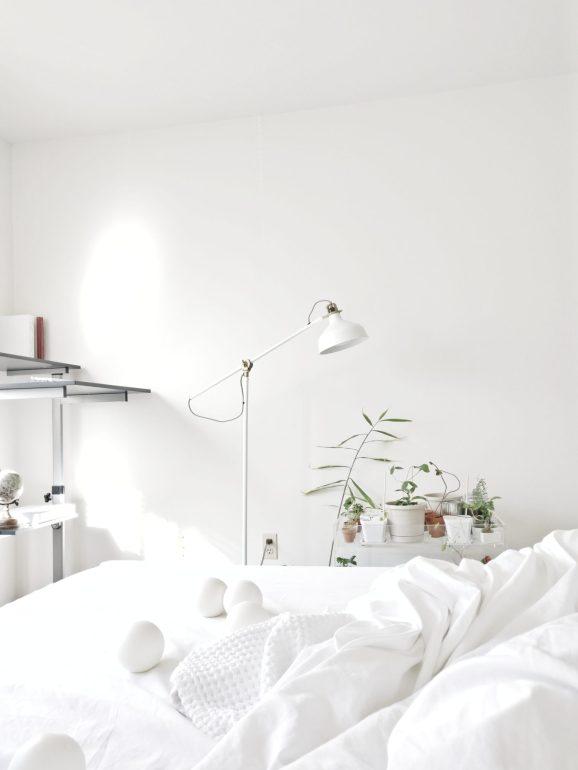 ไอเดียแต่งห้องนอนสไตล์มินิมอล ที่ปรับนิดเดียวแต่สวยขึ้นมาก 14 - Minimal