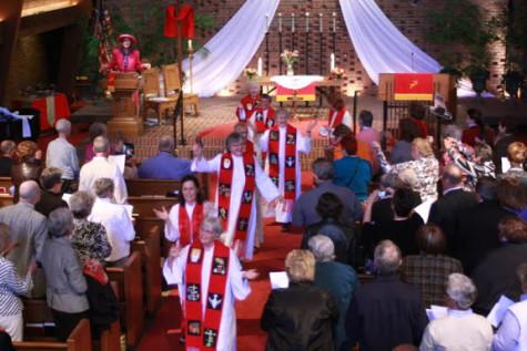 Hoy en día, hay cerca de 200 mujeres que sirven como sacerdotes católicos, diáconos y obispos de todo el mundo, incluso sin la bendición del Vaticano.