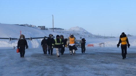 Mushers arrive by King Air