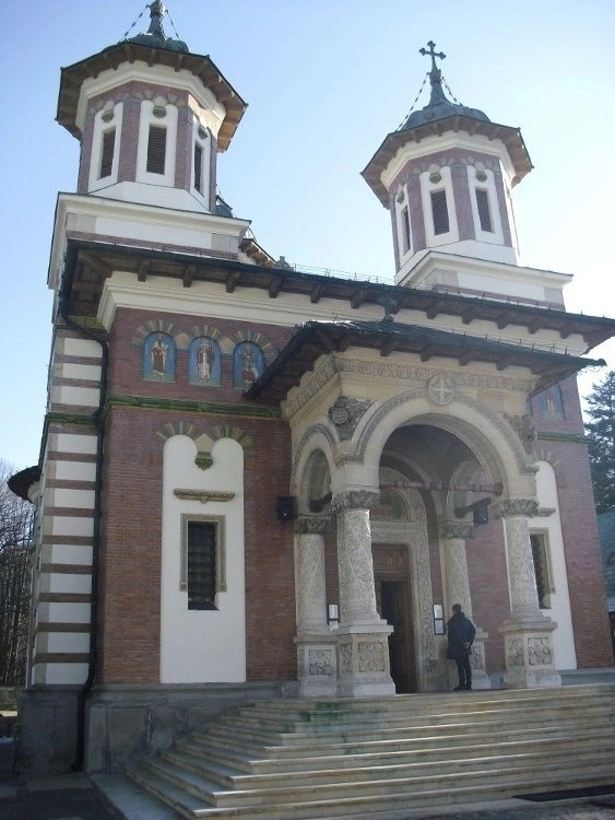 Visiting Sinaia Monastery during the Dracula Tour