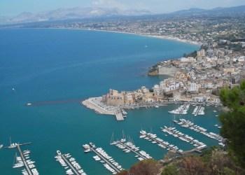 Amazing photos of Sicily - View to Castellammare