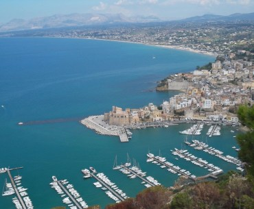 Amazing photos of Sicily - View to Castellammare