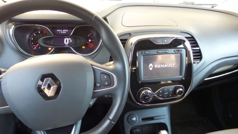 Dashboard of Captur Renault 2016
