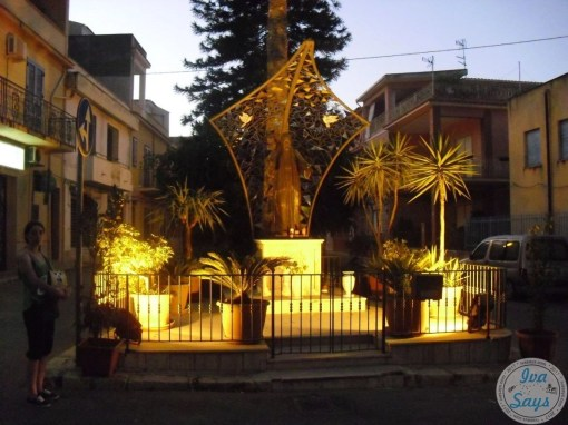 Statue Comitato in the center of Trappeto, Sicily | Visiting and Exploring the beautiful Sicilian island in Italy | #italy #travel #sicily - Iva Says