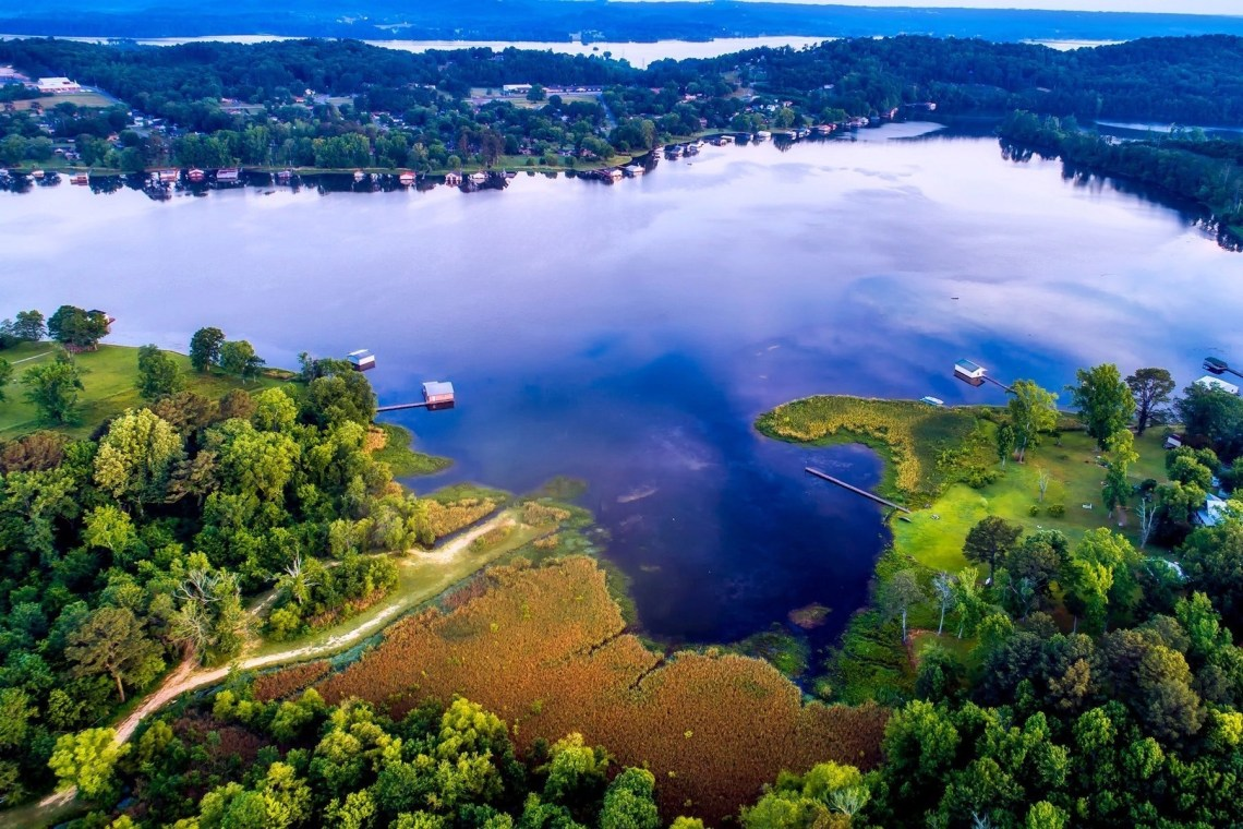 The beautiful nature and body of water in Alabama. The deep south is generally classed as Georgia, Mississippi, Louisiana, Alabama, Florida, Texas and South Carolina, and a road trip is perhaps the best way to experience this interesting part of America. Here are a few things to bear in mind.