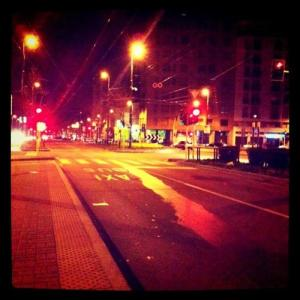 strade milano mattina buio