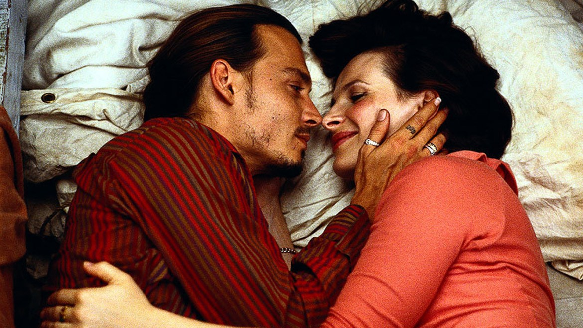 scena dal film 'Chocolat', Juliette Binoche e Johnny Depp