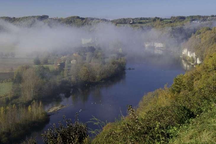l'autunno è romantico in Dordogna qui les cingles di Tremolat con la nebbia