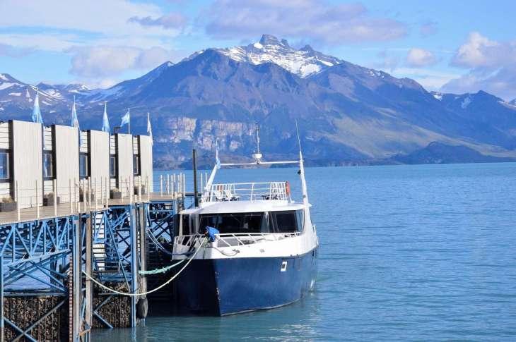 la nostra barca ci attende per iniziare la navigazione del Lago Argentino