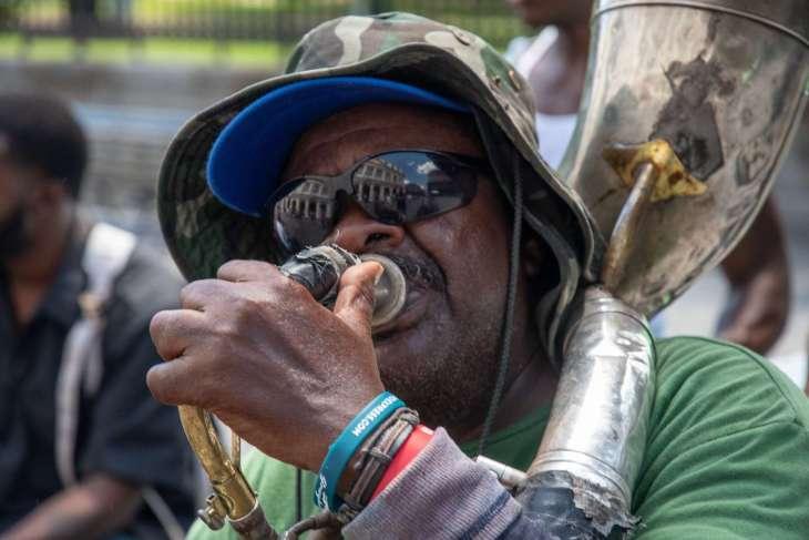 musicista per le strade di New Orleans
