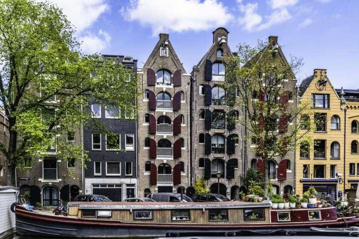 ex magazzini divenuti abitazioni lungo i canali