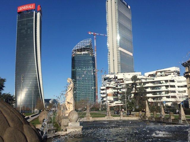 A Milano la ex fiera diventa Citylife con i grattacieli ce ridisegnano il profilo della città