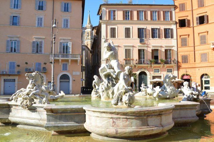 Nella Fontana dei Fiumi la teatralità del barocco romano