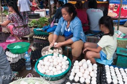 Mercato Luang Prabang Phousi uova