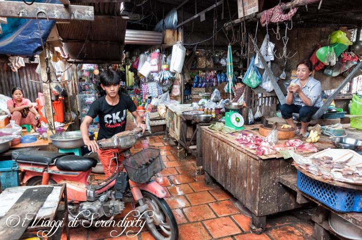Mercato Centrale Phnom Penh bancarelle