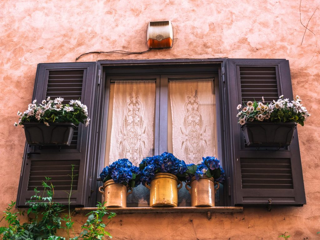 balcone fiorito a trastevere