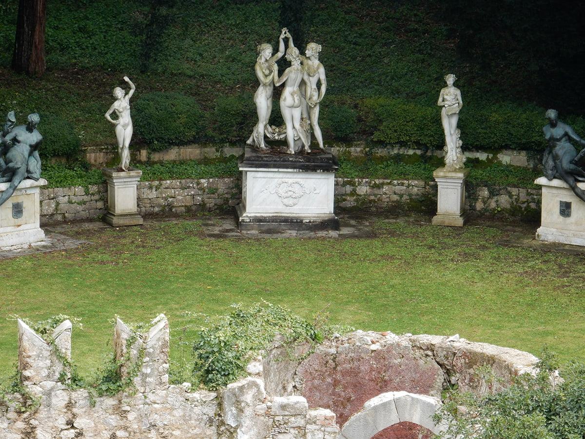 le statue di villa d'ayala