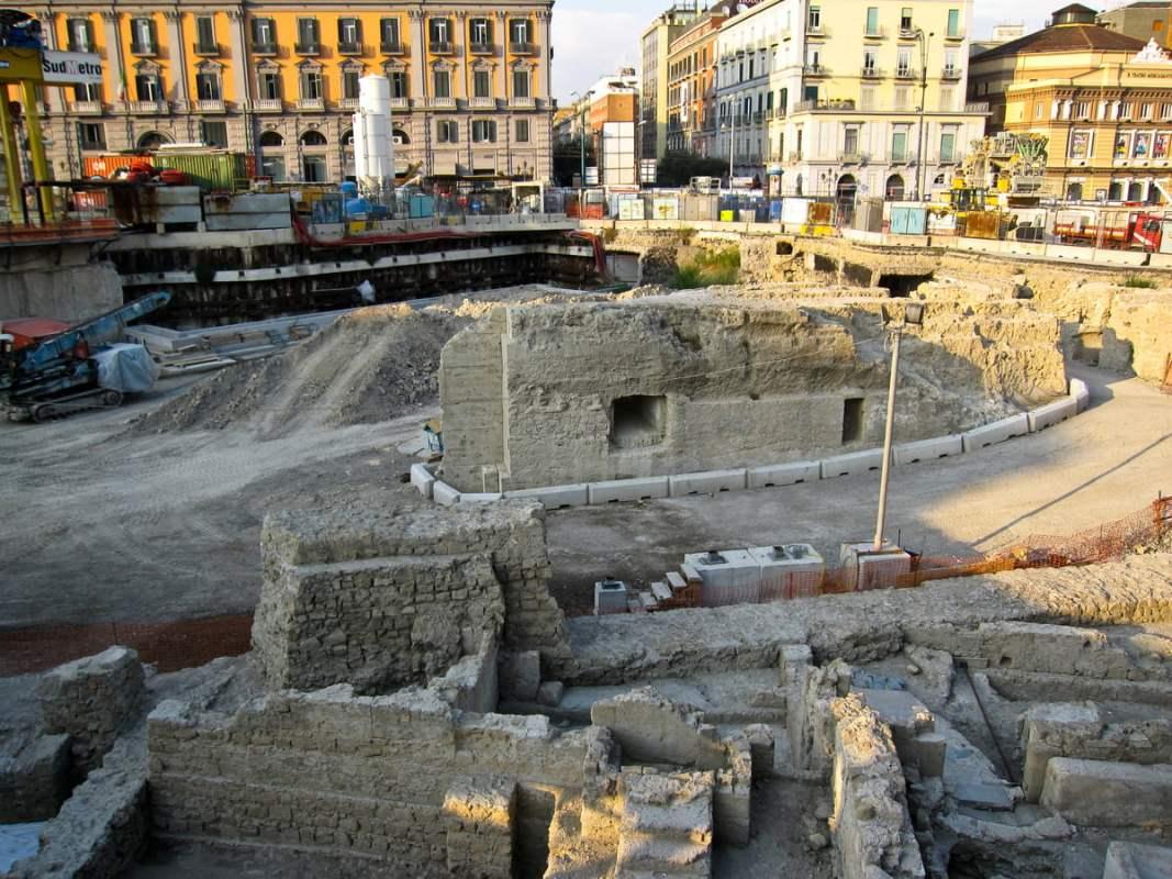scavi piazza municipio Napoli