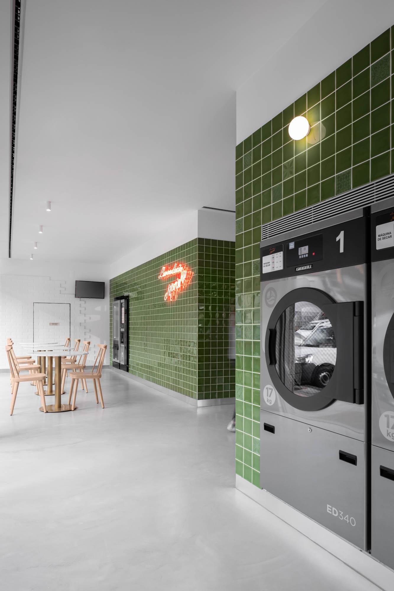 Lavandaria Morinha Em Vila Mea Do Atelier De Arquitetura Stu.de do fotografo Ivo Tavares Studio