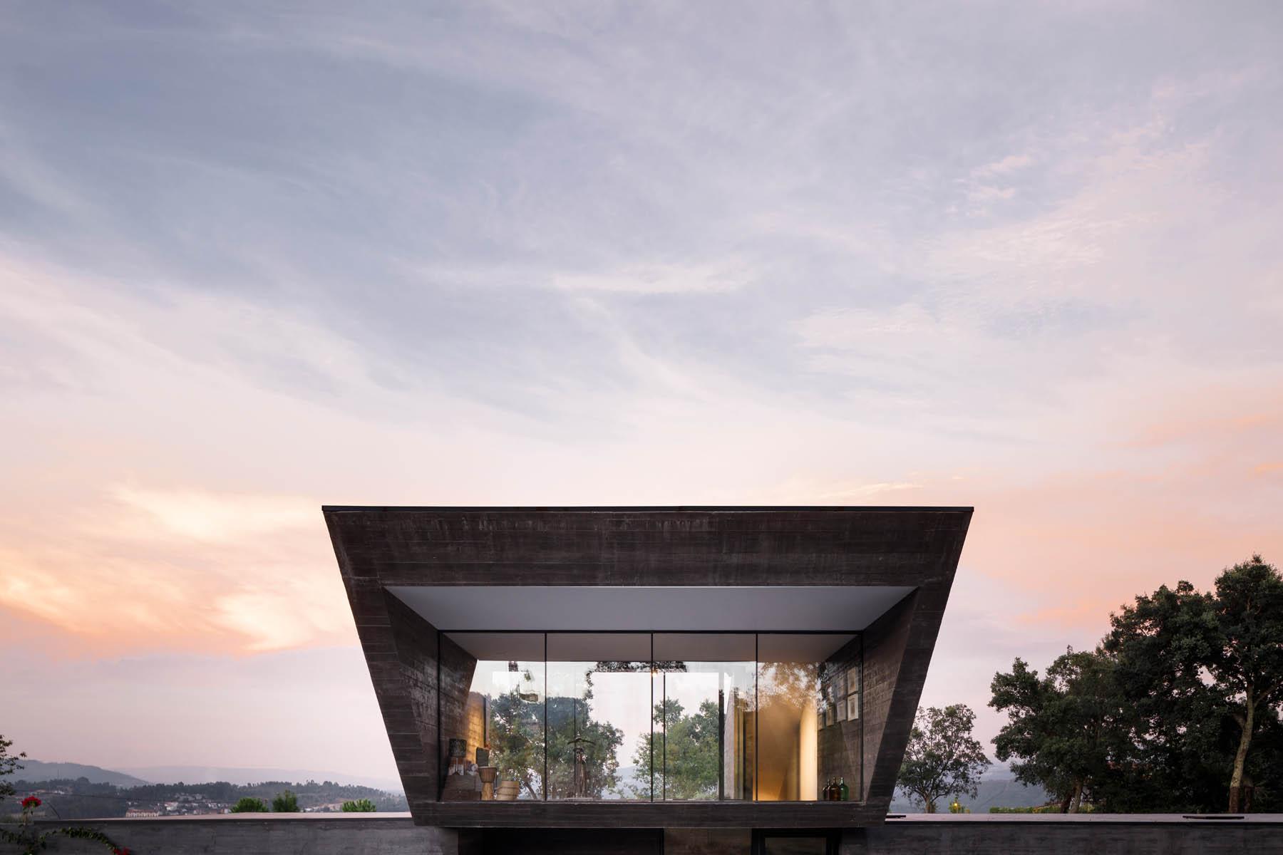 Casa dos Sobreiros em Celorico de Basto dos Arquitectos Hugo Per