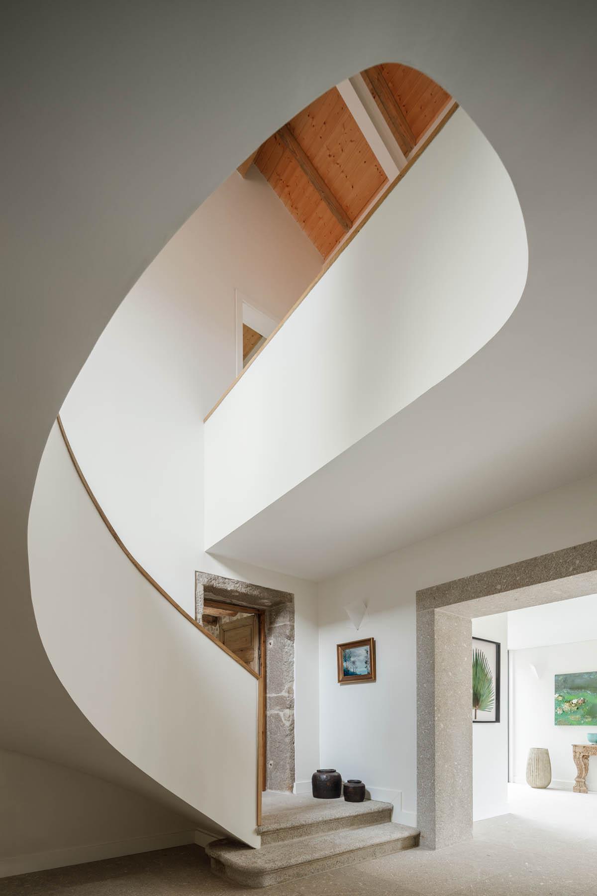 Casa da Calçada no Porto do arquitecto Ren Ito com fotografias