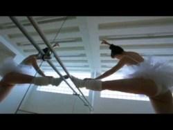 秋山莉奈 レオタードでバレエを踊る