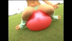 永岡真実 バランスボールで激しく上下運動しておっぱい揺らす
